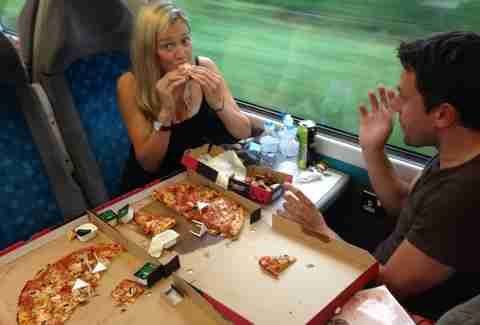 Reddit Chronicles Pizza Hut Delivery To Customer On Train To