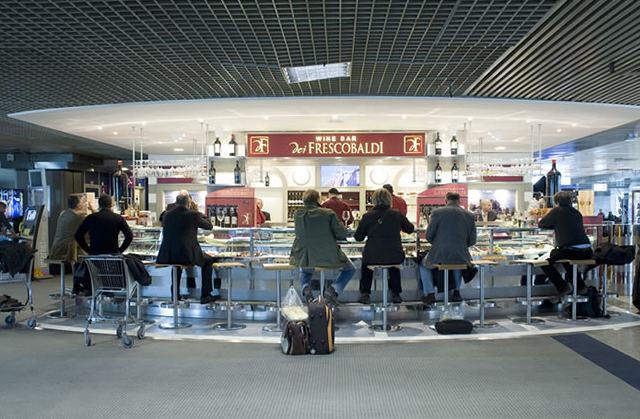 The world\'s 10 best airport bars
