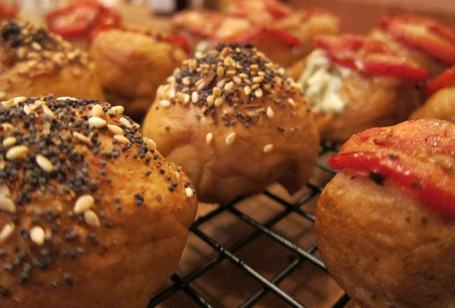 Bagel balls are here, and they\'re stuffed with everything from strawberry cream cheese to pizza fixings