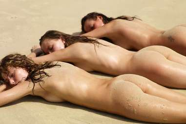 nude girls laying out