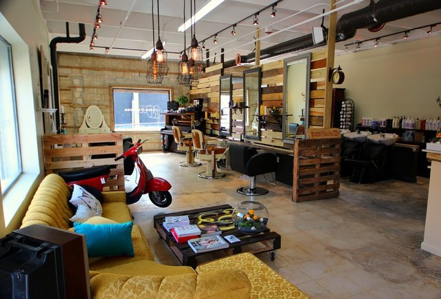 Beyond floyd 39 s miami 39 s coolest places to get your hair for Arredamento barbiere