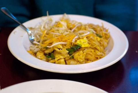 pad thai smile cafe center city philadelphia