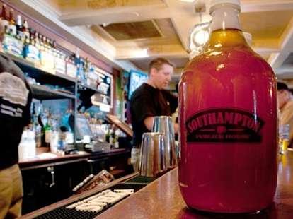 Bar at Southampton Publick House