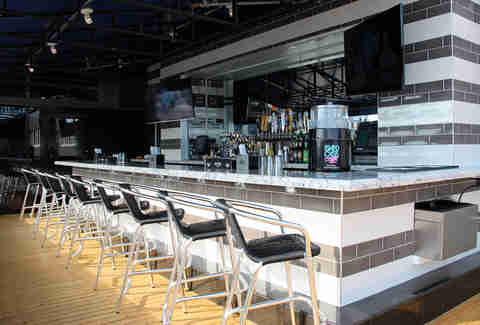 Deskside bar at Pier 6