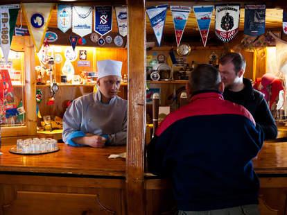 Interior of Verdansky Bar