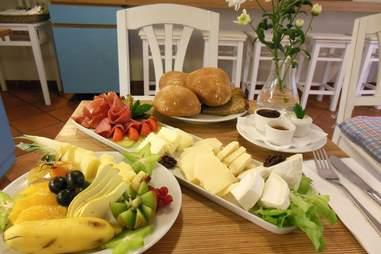 Table full of breakfast food at Alpenstück Bäckerei