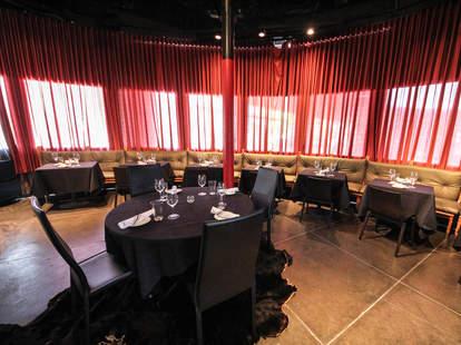 Dee Lincoln Steak & Burger Bar interior