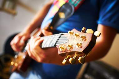 guitar in a coffee shop