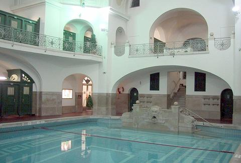 The pool at Müllersches Volksbad Halle