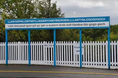 Llanfairpwllgwyngyllgogerychwyrndrobwllllantysiliogogogoch, Wales