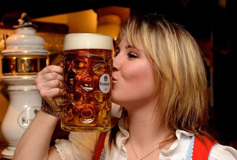 girl kissing a beer