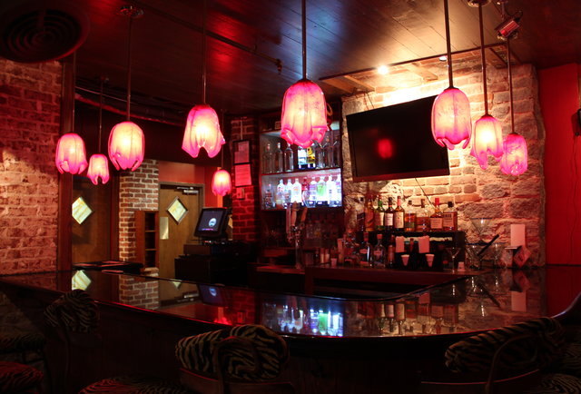 A hidden late-night lounge with cheap beer, tacos, and Korean pop