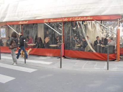 La Taverne exterior