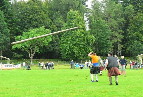 dude throwing a caber