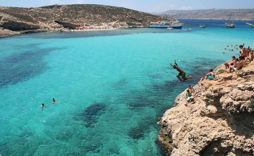 Cliff Jumping The Eight Most Thrilling Cliff Jumping Spots - 8 most dangerous cliff jumps in the world